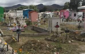 Alistan panteones municipales en Mineral de la Reforma para todos santos4