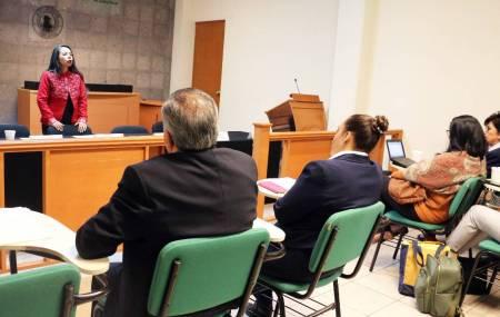 Asesora de la SCJN explica protocolo de justicia para indígenas2.jpg
