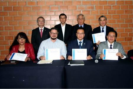 Consejero del IEE participa en mesa redonda.jpg