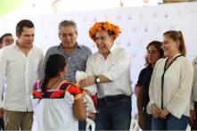 el gobernador Omar Fayad encabezó la entrega de cacao y azúcar en el municipio de Huejutla4