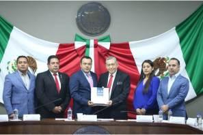 El secretario Simón Vargas Aguilar, comparece ante el Congreso del Estado