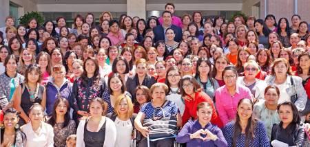 Hidalgo primer lugar de aprovechamiento en la Escuela Nacional de Mujeres Priistas2.jpg