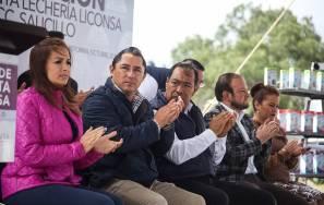Inaugura alcalde Raúl Camacho punto de venta de leche 1