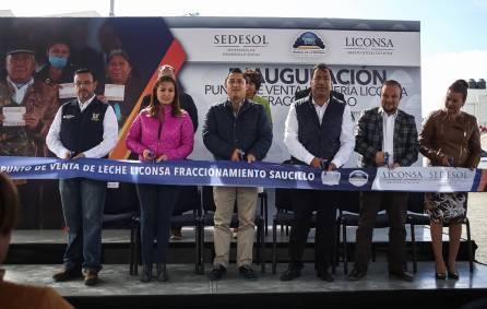 Inaugura alcalde Raúl Camacho punto de venta de leche 4