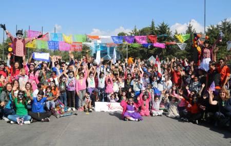 """Participan pequeños en carrera de """"Catrines y Catrinas"""" de UAEH2"""