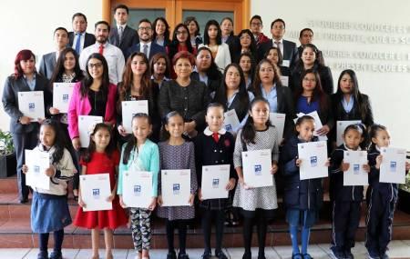 Reciben Becas de Excelencia 304 trabajadores e hijos de trabajadores del Poder Judicial.jpg