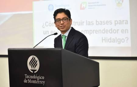 Ante académicos y empresarios, titular de la SEDECO habla de la estrategia de emprendimiento en Hidalgo1