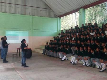 Capacita grupo policial de género a más de 600 estudiantes en Tepehuacán.jpg