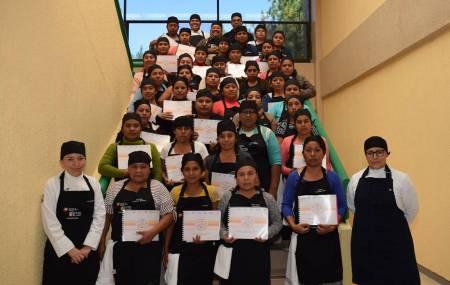 Capacitan a coordinadoras de alimentos de las Escuelas de Tiempo Completo1.jpg