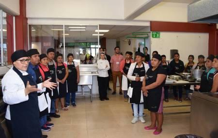 Capacitan a coordinadoras de alimentos de las Escuelas de Tiempo Completo2.jpg