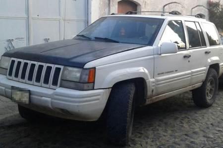 En Nopala detectan y aseguran camión cargado con hidrocarburo; recuperan dos vehículos robados