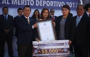 Entrega Raúl Camacho, premio municipal al Mérito Deportivo en el marco del 107 Aniversario de la Revolución Mexicana1