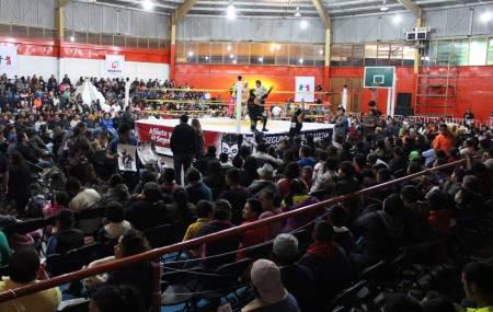 Exitosa función de lucha libre ofreció el Seguro Popular de Hidalgo para sus afiliados.jpg