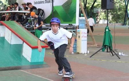 Héctor Alexis Fernández  conquista dos medallas en los Juegos Populares .jpg