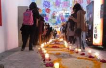 Honran universitarios a fallecidos en sismos con altar de muertos2