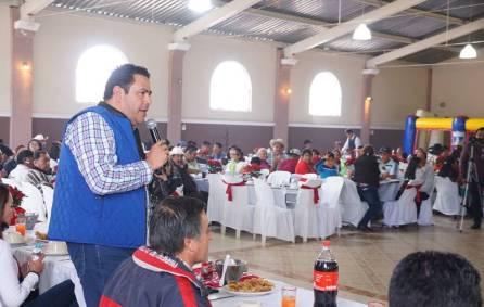 Leoncio Pineda sostuvo reunión con barbacoheros4