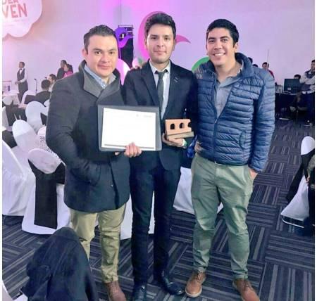 Reconoce Instituto Mexicano de la Juventud a alumno de UAEH1.jpg