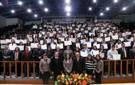 Alumnos de UAEH certificados en inglés, alemán y francés2.jpg