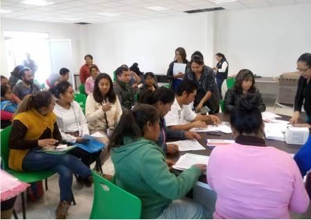 Benefician con becas a estudiantes de educación básica, especial y normal