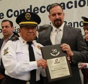 Condecoran a 140 policías bancarios de Hidalgo por trayectorias de hasta 30 años de servicio1