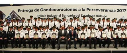 Condecoran a 140 policías bancarios de Hidalgo por trayectorias de hasta 30 años de servicio4