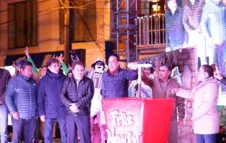 Encabeza Omar Fayad, encendido del árbol navideño en Zacualtipán1