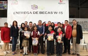 Gabriel García Rojas entrega estímulos a la educación5