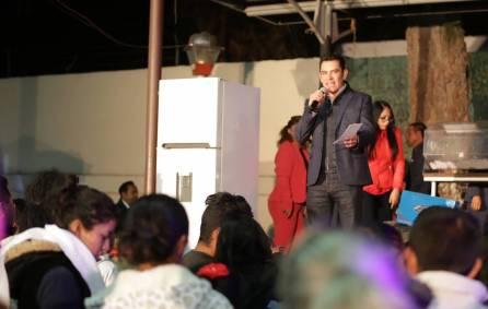 Israel Félix Soto convive con vecinos de las colonias Cubitos y Palmitas6