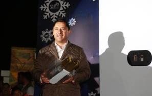 Lleva alcalde Raúl Camacho Baños festejos navideños a los fraccionamientos del sur con encendido de árbol en el CEMART2