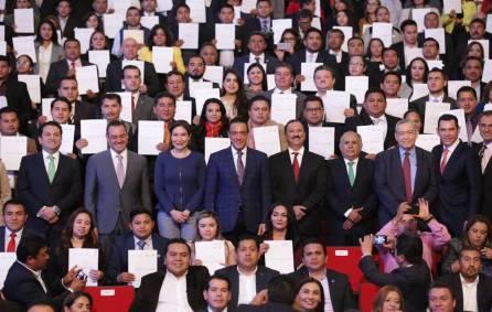 Omar Fayad entrega reconocimientos y certificados a servidores públicos municipales1