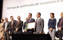 Omar Fayad entrega reconocimientos y certificados a servidores públicos municipales3