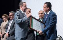 Omar Fayad entrega reconocimientos y certificados a servidores públicos municipales5