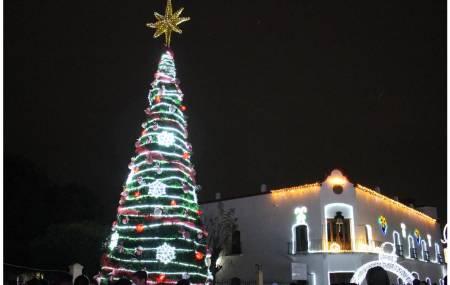Seguro Popular Hidalgo lleva mensaje navideño a familias de Cuautepec2.jpg