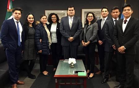 Visitan estudiantes de UAEH sede de la ONU2.jpg