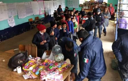 Con acciones de proximidad social, Policía Estatal se vincula con estudiantes de Cuautepec2.jpg