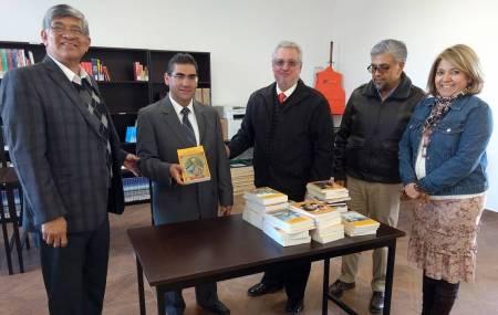 Crece acervo de la Universidad Tecnológica Bilingüe de Mineral de la Reforma con donación de libros1.jpg