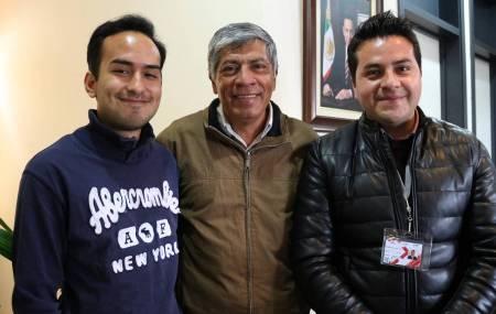 Gabriel García Rojas reconoce a estudiante destacado de la UTVAM.jpg