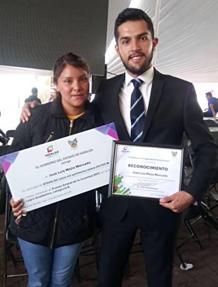 Recibe egresado de UAEH Premio Estatal de la Juventud 1.jpg