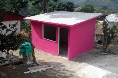 Se construyen cuartos dormitorios en beneficio de habitantes de comunidades de Huehuetla