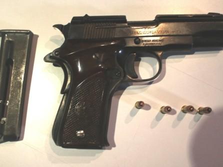 Aseguran a cinco personas por posesión ilegal de armas de fuego