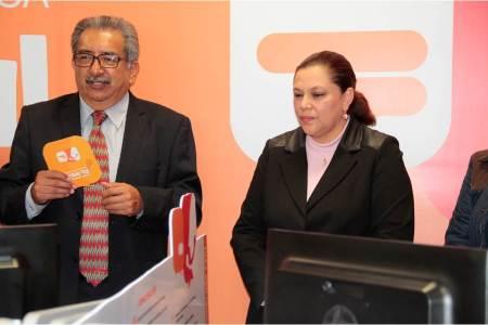 Atilano Rodríguez supervisó el Centro de Atención Telefónica que atiende casos de acoso escolar2