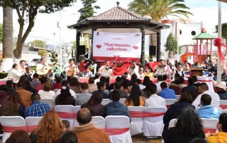Celebran matrimonios colectivos en Santiago Tulantepec .jpg