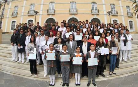 Entrega UAEH más de 90 certificados en idiomas.jpg