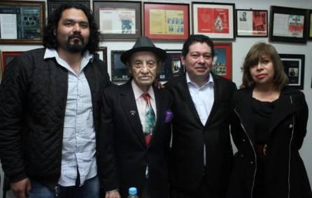 """Entregan premio """"Gonzalo Martré"""" en UAEH1"""