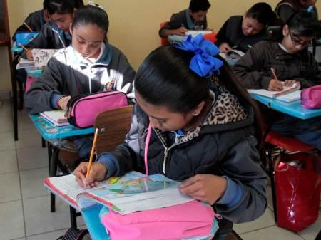 Escuelas de Hidalgo participarán en piloto de propuesta educativa para atender a estudiantes indígenas que viven en ciudades