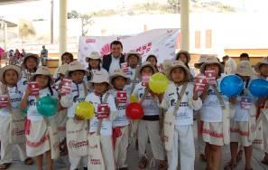 Estudiantes de primarias indígenas de San Salvador y Huejutla recibieron credenciales 1