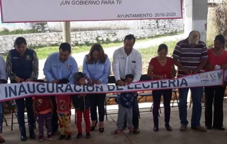 Gerente de Liconsa  inaugura punto de venta en la localidad de Santa María municipio de Juárez Hidalgo1.jpg