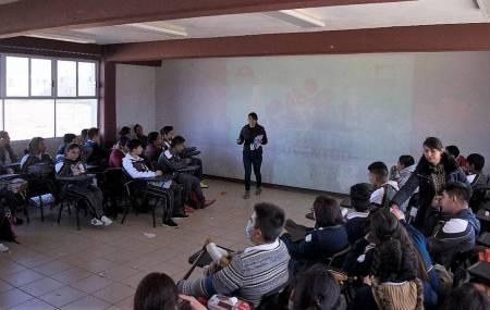 IMJ de Mineral de la Reforma,  trabaja con sus escuadrones de  Salud en la prevención de adicciones  .jpg