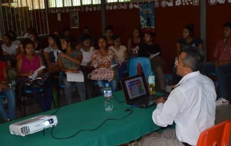 Imparten conferencia sobre Aprendizajes Clave del Nuevo Modelo Educativo