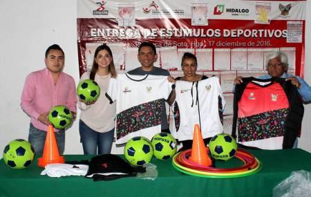 INHIDE entregó material y uniformes a equipo de futbol de sordos .jpg